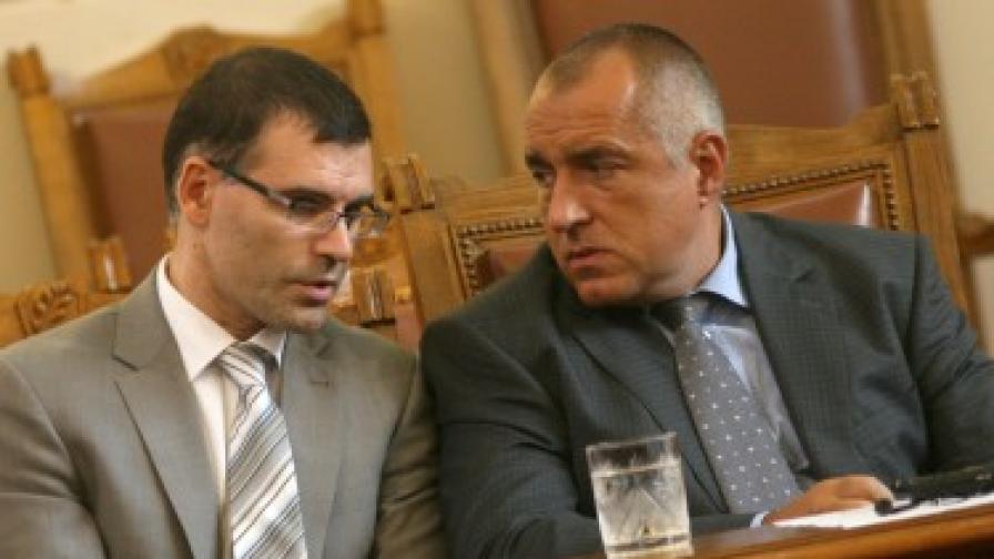Финансовият министър Симеон Дянков и премирът Бойко Борисов в парламента