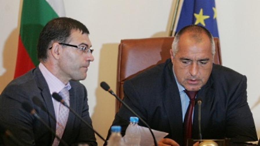 Дянков: Съкращенията в администрацията продължават
