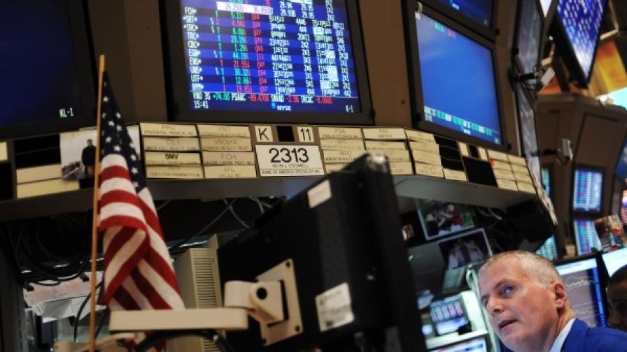 Тръмп разклати пазарите, доларът удари 6-месечно дъно