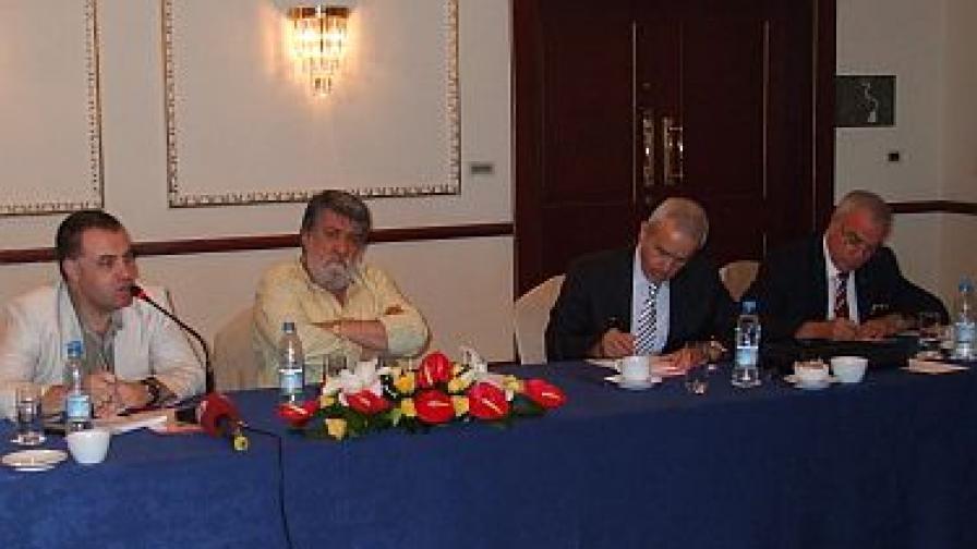 Вежди Рашидов и Мирослав Найденов се срещнаха с български изселници в Истанбул