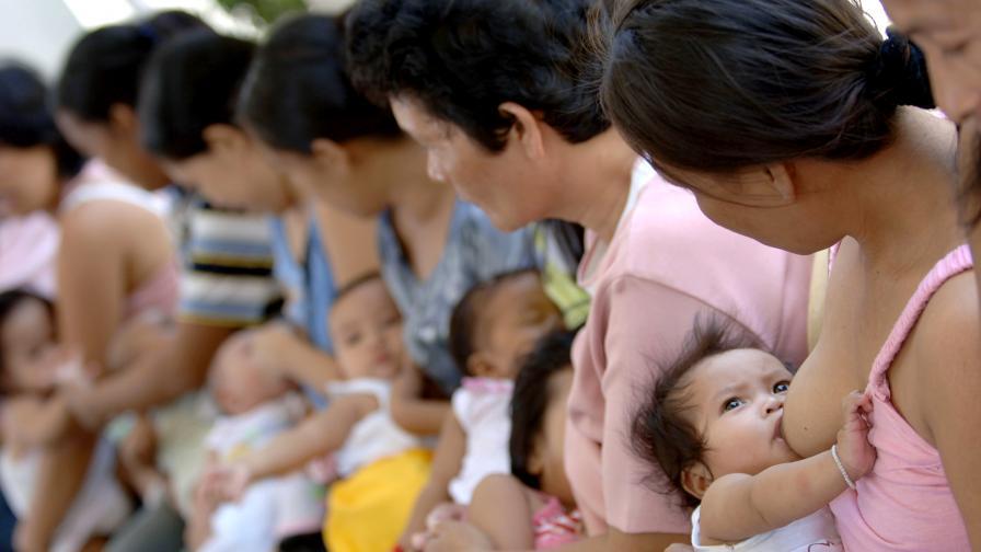 Образованите майки кърмят най-много