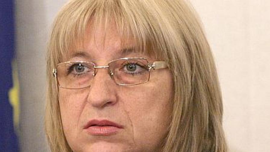 Румънци в арест за буйства с охраната на Цецка Цачева
