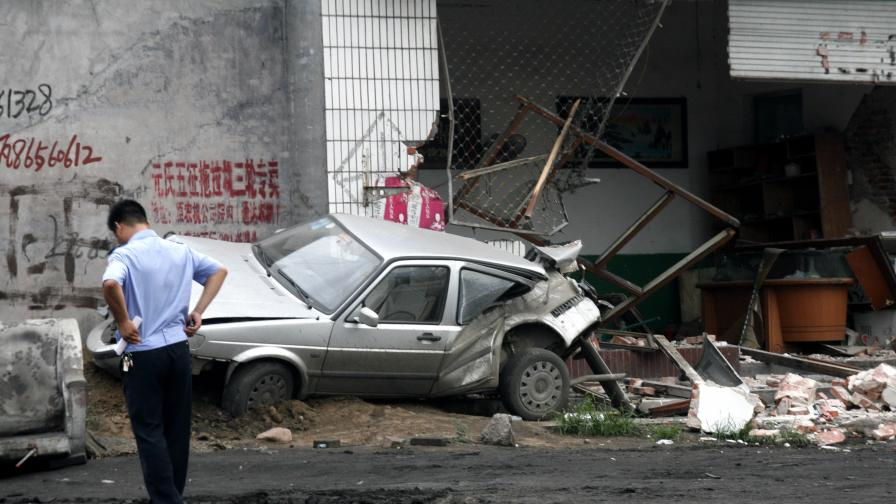 Пиян шофьор на багер уби 11 души в Китай