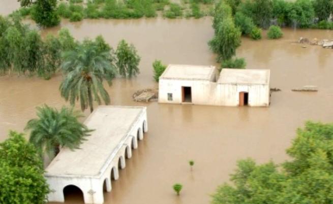 2,5 млн. души засегнати от наводненията в Пакистан