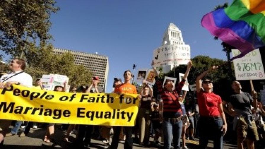 Забраната на гей браковете в Калифорния е противоконституционна