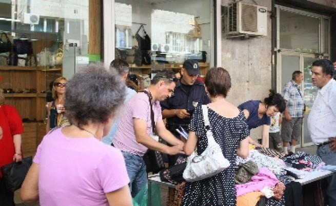 Изгониха уличните търговци от