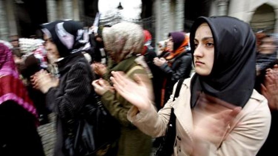 ООН иска Турция да премахне забраната за забрадки