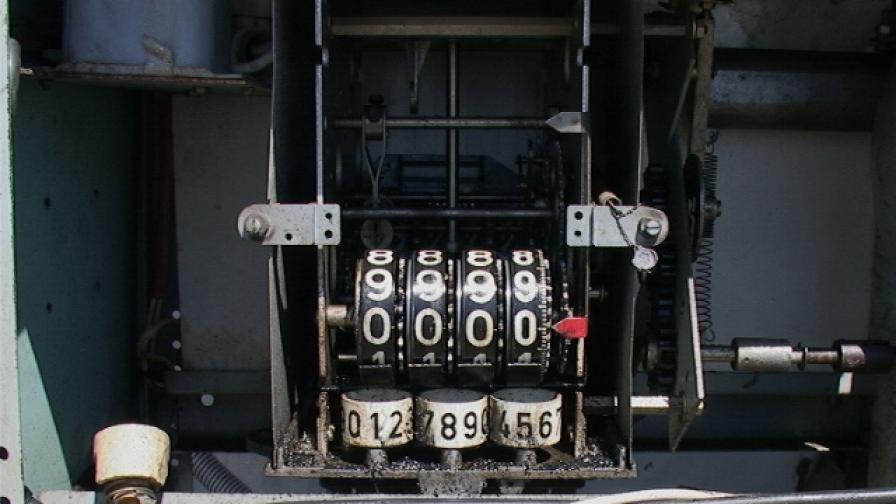 Резервоар с колонка за зареждане с дизелово гориво, вграден във фургон, е открит недвижим имот в с. Долни Богров