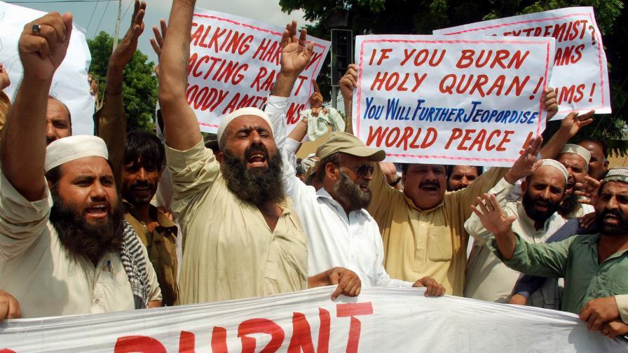 Интерпол: Ако Коранът изгори, светът загазва