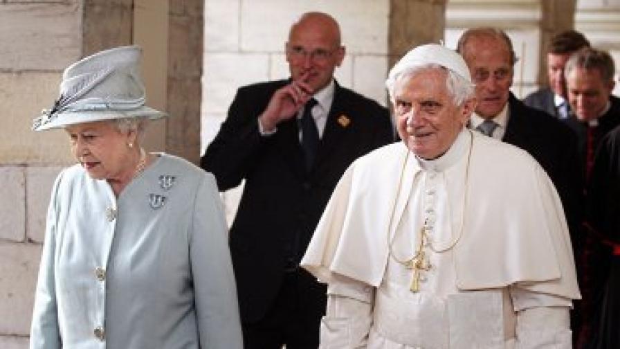 Папата пристигна на Острова за четиридневна визита - първата на държавно ниво на глава на Светия престол от пет века