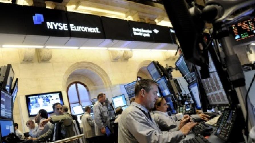 В играта на фондовата борса компютрите водят срещу инвеститорите с 1:0