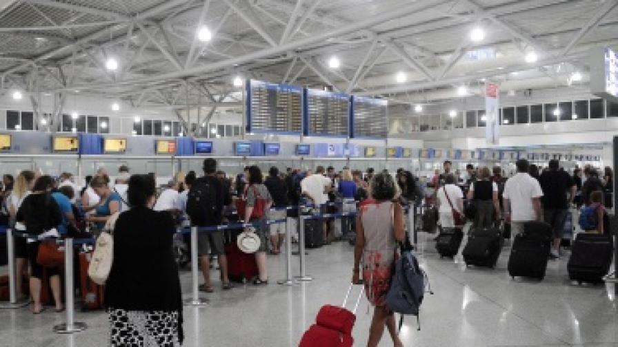 Пътуваме в чужбина по-малко и през август