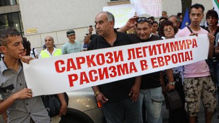 """""""Монд"""": Ромите - пречка за България и Румъния по пътя към Шенген"""