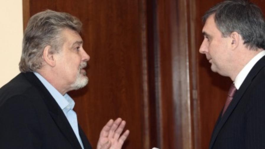 Бившите министри Стефан Данаилов и Ивайло Калфин от правителството на Сергей Станишев на първото му заседание за 2008 г.