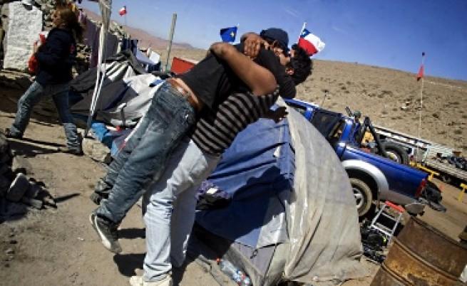 Спасителният тунел стигна до чилийските миньори