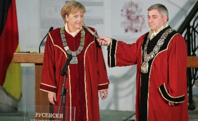 Германски медии: Българите посрещнаха Меркел като царица