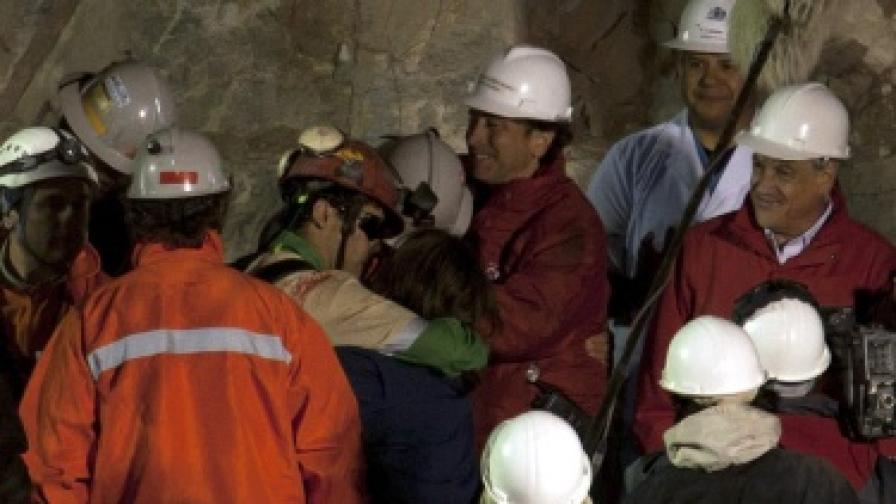 Чили: Над половината от миньорите вече са на повърхността