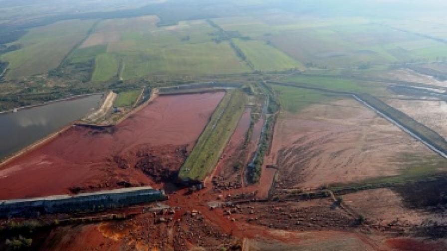 Унгарската екокатастрофа: Разследват експерти
