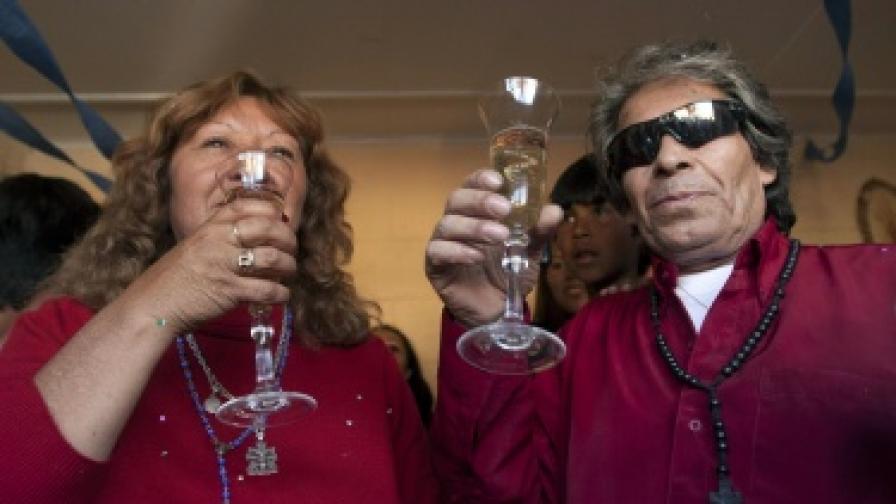 Петима от чилийските миньори се женят, един изневерява