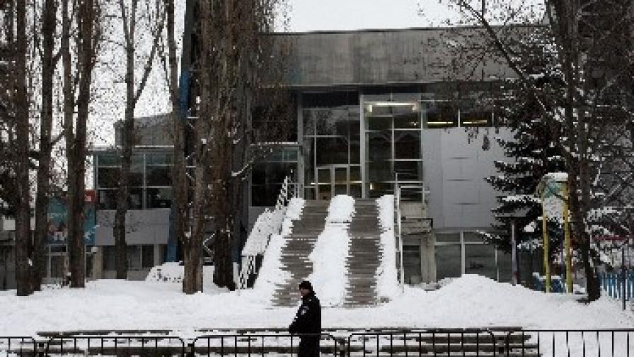 """През февруари в басейн """"Спартак"""", където по онова време се помещаваха офисите на арестувания Алексей Петров, бе проведена полицейска операция"""