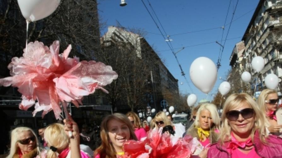 Блондинки шестват из София