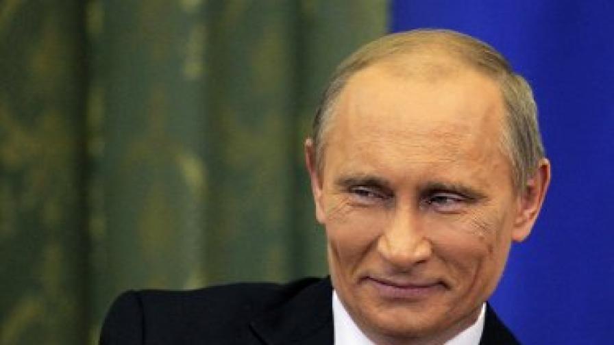 По време на вчерашната си визита Путин бил силно гримиран, твърдят репортери, отразяващи събитието