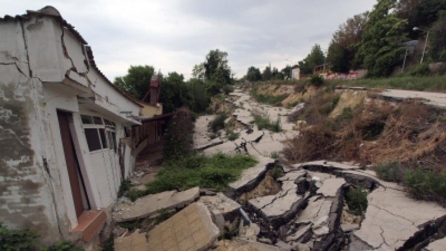 Активизира се свлачище край Варна