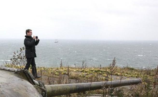 Япония предупреди Медведев да не стъпва на Курилски острови