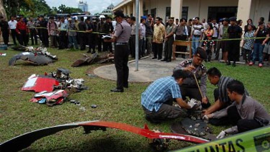 """Втори самолет на """"Куонтас"""" кацна аварийно в Сингапур"""