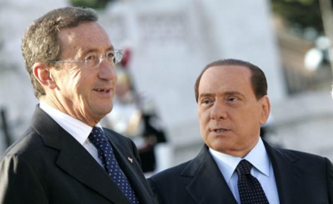 Фини: Берлускони трябва да си подаде оставката