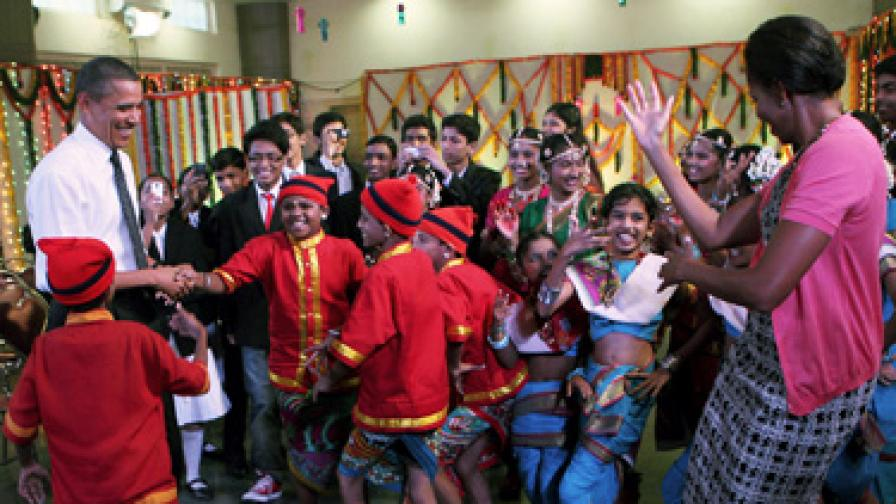Семейство Обама в ритъма на индуския танц