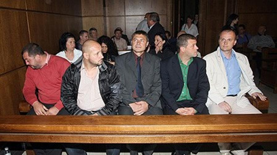 Подсъдими са майор Мирослав Писов, капитан Иво Иванов, старши-лейтенант Борис Механджийски, както и сержантите Георги Калинков и Янко Граховски