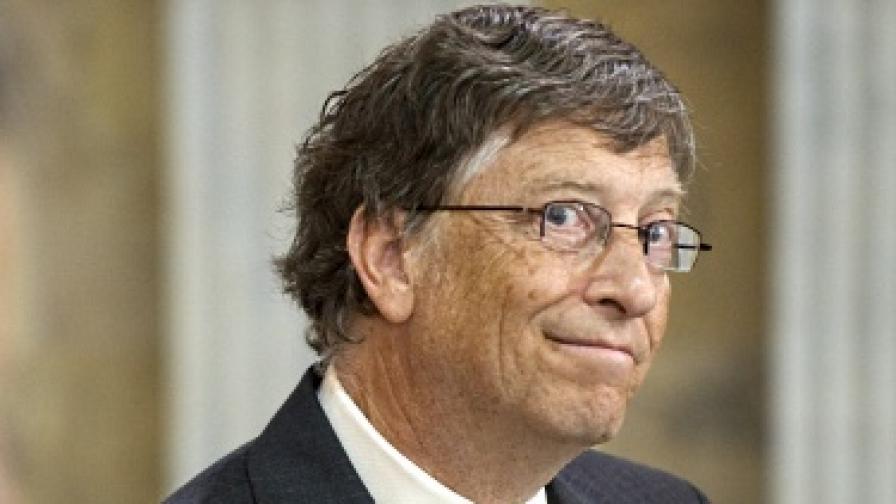 Бил Гейтс ще учи бедните да спестяват