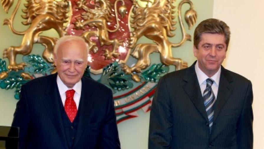 """Президентите Първанов и Папуляс дават изявления за медиите в """"Гербова зала"""""""