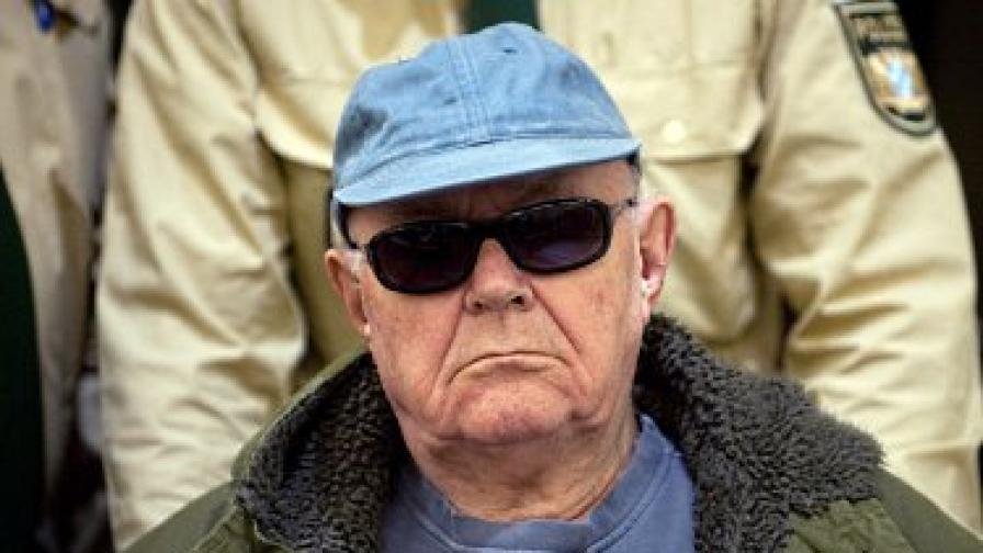 Кунц беше призован за свидетел в процеса срещу друг нацист – 90-годишният Джон Демянюк (на снимката), екстрадиран от САЩ през 2009 г.