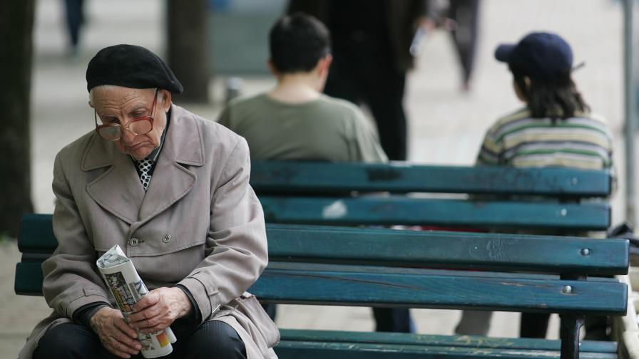 504 хил. по-малко живеещи в лишения до 2020 г.