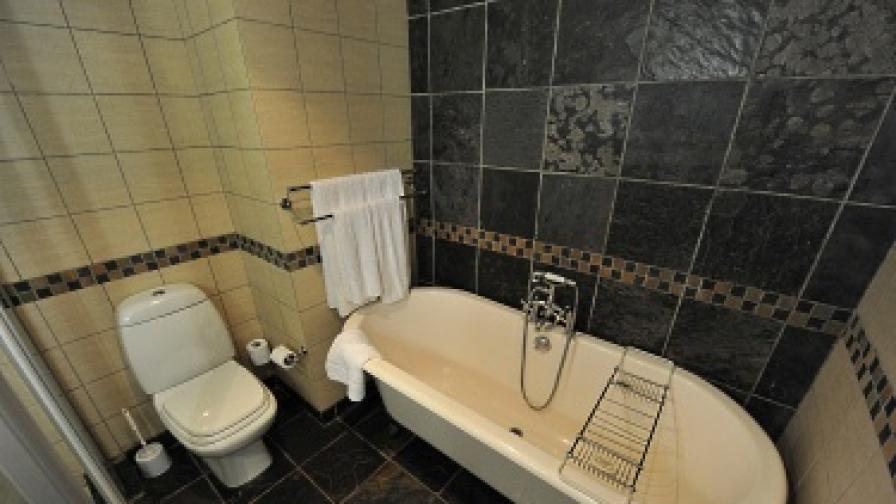 Да се заключиш в банята за три... седмици