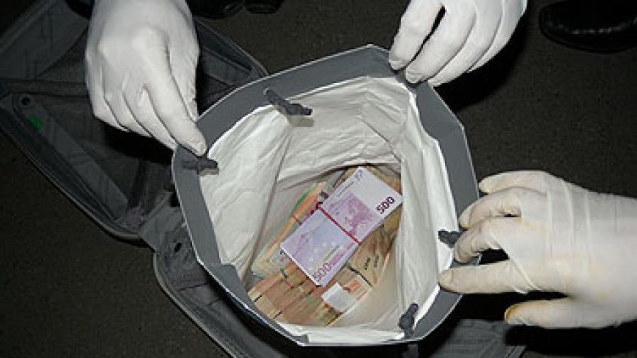 """Иззеха 85 850 евро при """"Пластиките 2"""""""