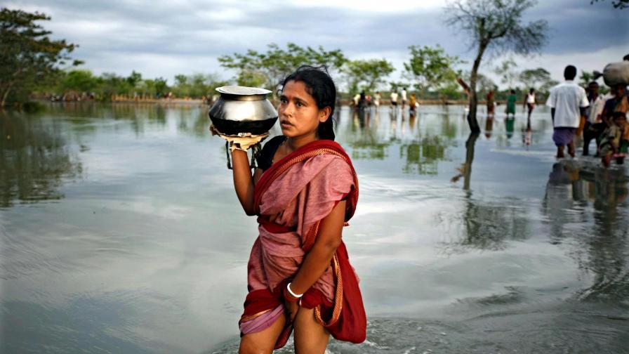 След циклона Айла в Бангладеш