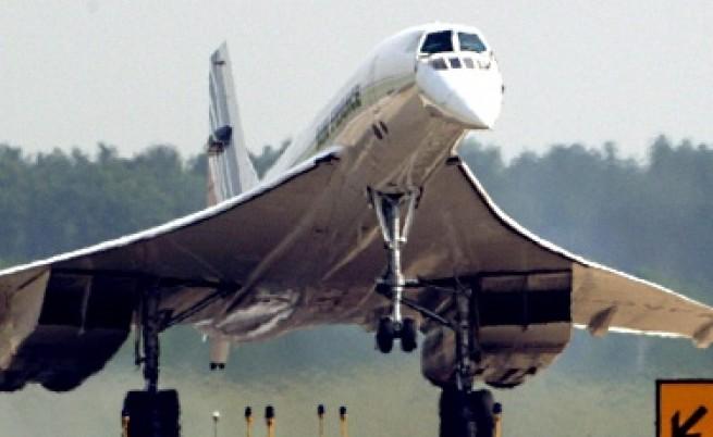 """Свръхзвуковият """"Конкорд"""" на """"Ер Франс"""" се приземява на летище в САЩ (юли 2003 г.)"""