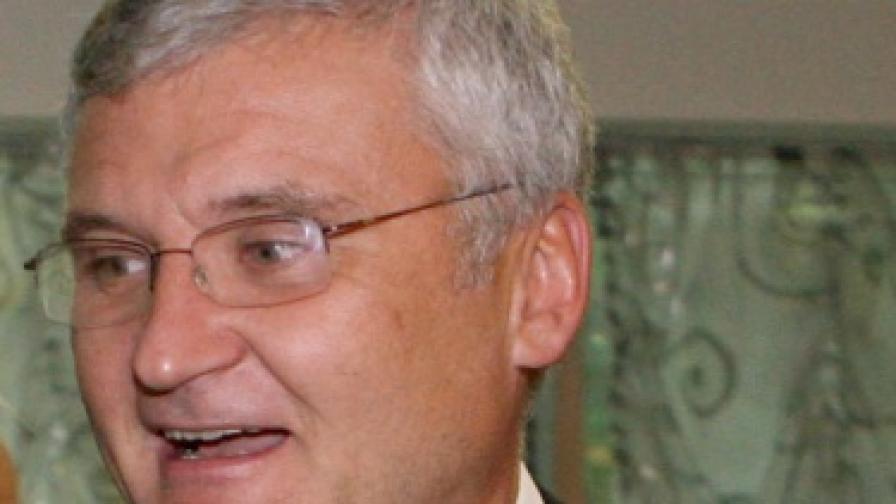 Минчо Спасов: Борисов играе Осморъкия Шива