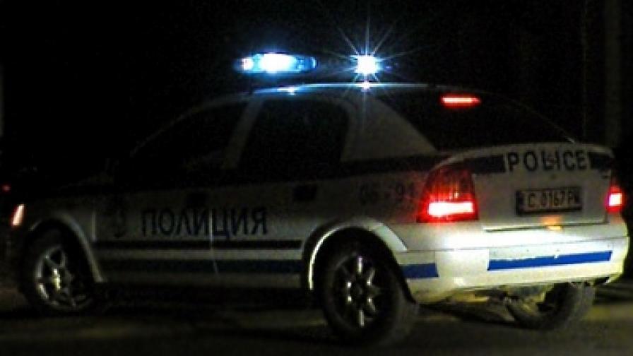 Полицията защитава деца от родителите им