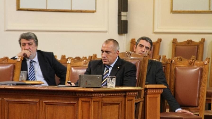 Премиерът Боирсов и министрите Рашидов и Плевнелиев отговаряха на депутатскки питания днес
