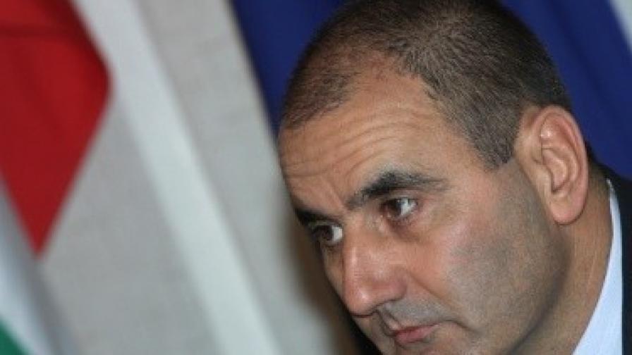 Цветанов: Застрахователи извършват измами в комбина с групировки
