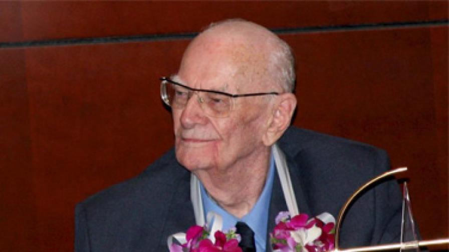 Артър Кларк на 90-тия си рожден ден, 2007 г.