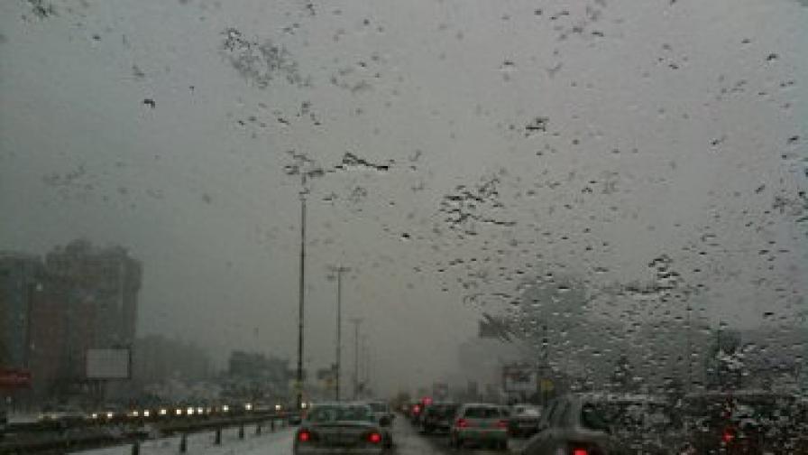 """Осемкилометрова опашка се образува на основния булевард в столицата """"Цариградско шосе"""" тази сутрин. Основна причина бе падналият сняг"""