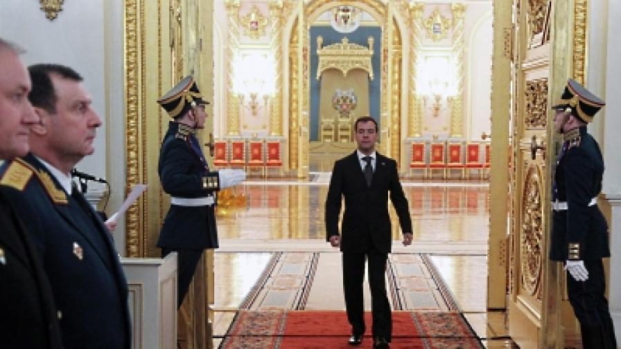 Медведев: Твърда ръка за неразрешените прояви