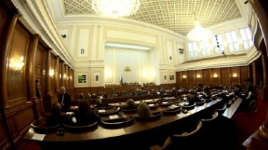 Парламентарната 2010 г. - опит  за импийчмънт, първи вот на  недоверие и нощни заседания