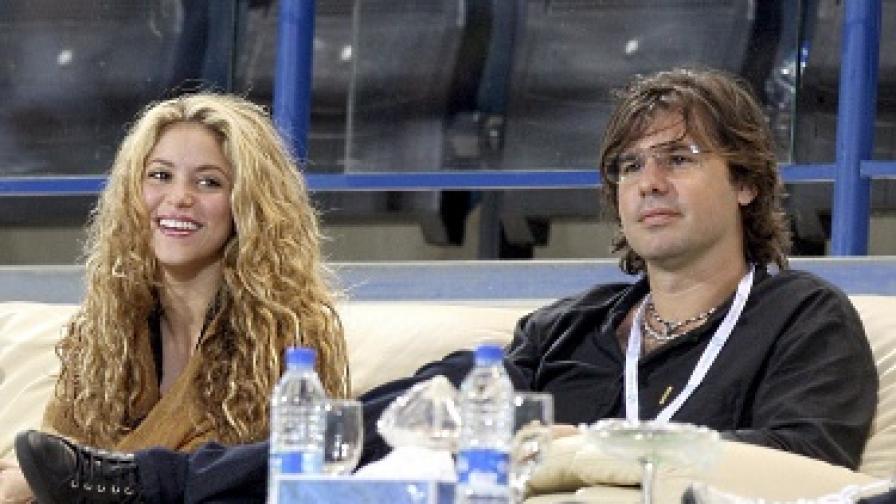 Шакира - официално сама