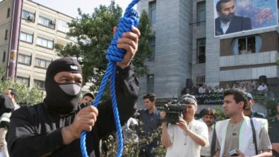 Осем души бяха обесени в Иран